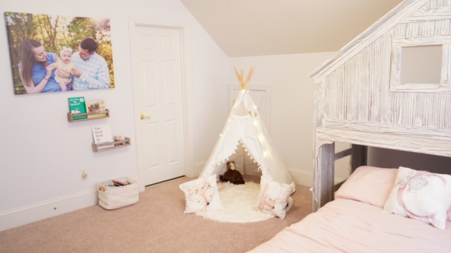 kid room with tent and reading nook ideas